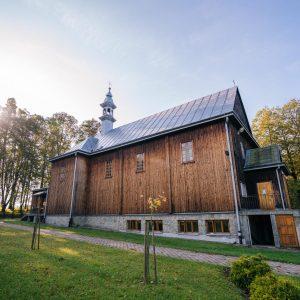 Drewniany zabytkowy kościół,